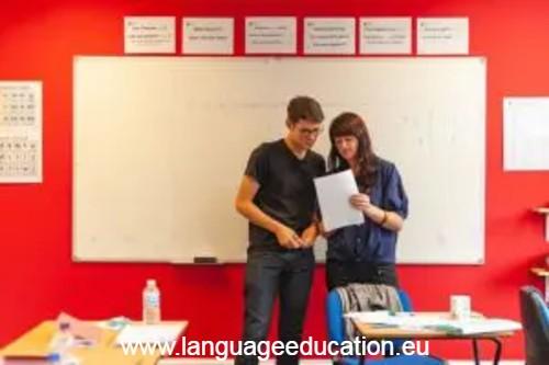 English Language School course in Cardiff